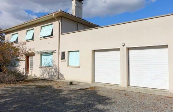 VENDU BEAUZELLE Centre Maison de 320 m² composée de 3 appartements + garages