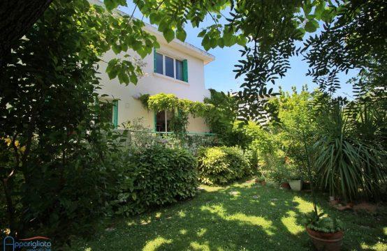 VENDU! EXCLUSIVITÉ VENTE BEAUZELLE Cœur de village Maison T4 de 125 m² + Garage et Cellier sur 550 m²