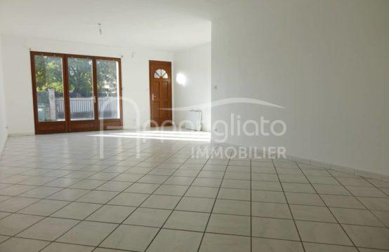 ALOUER BEAUZELLE Centre T4 plain pied Jardinet &#038&#x3B; 3 parkings privatifs