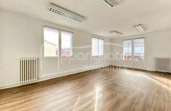 LOCATION BLAGNAC centre Local développant 172 m² sur 2 niveaux et aménagé en bureaux
